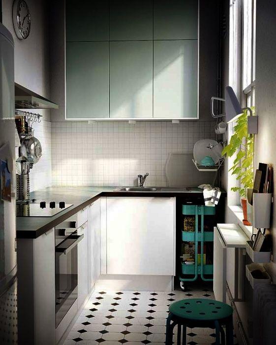 Кухонный фартук из мелкой плитки