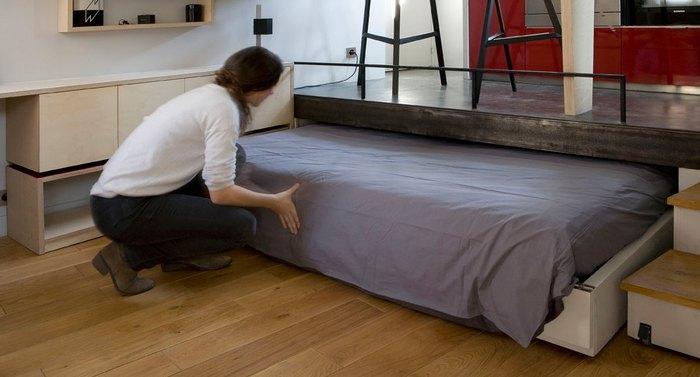 При необходимости диван превращается в кровать