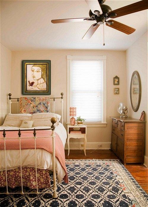 Интерьер маленькой спальни.
