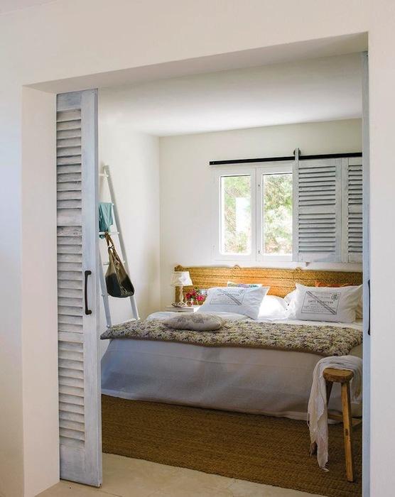 В спальне есть немного прованса и средиземноморского стиля