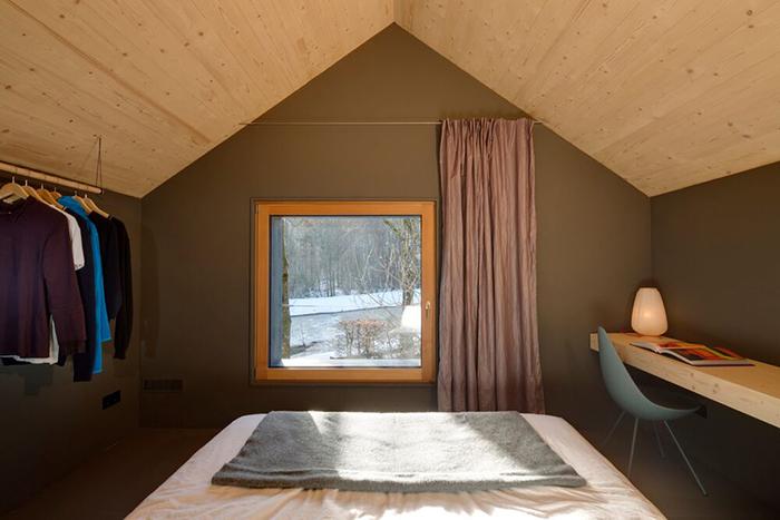 Спальня расположена под самой крышей