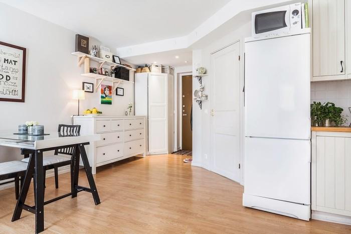 Угловой пинал в интерьере маленькой квартиры