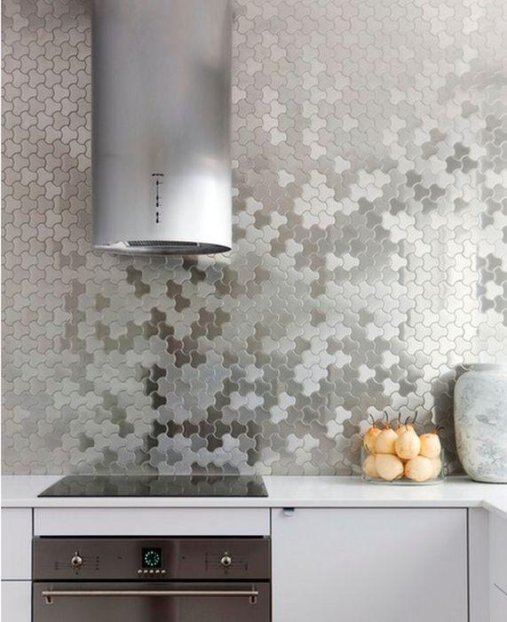 Металлическая плитка в интерьере кухни