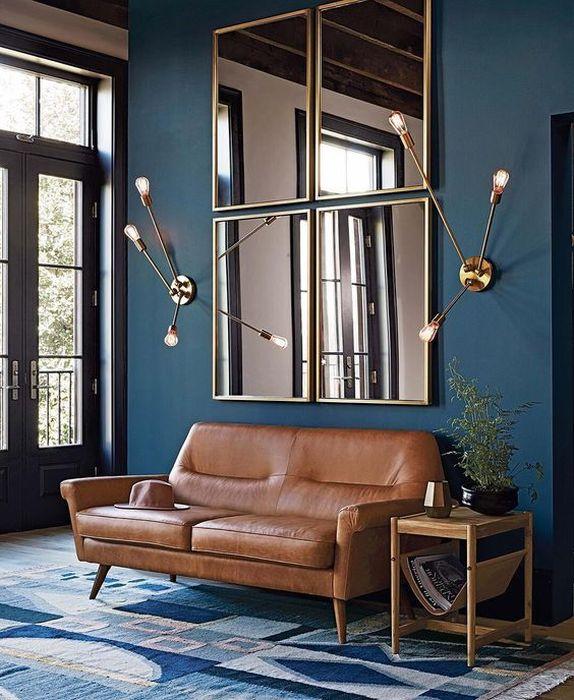 Композиция зеркал над диваном
