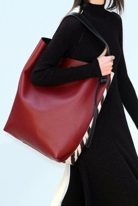 Большая и очень вместительная сумка