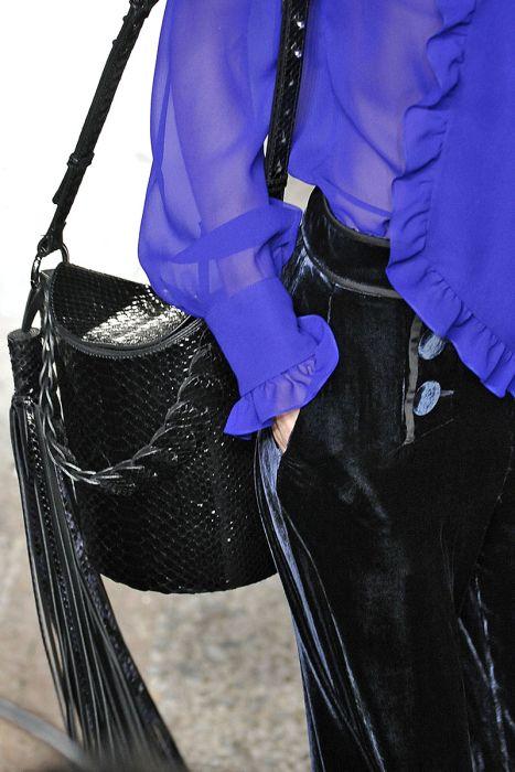 Эффектная сумка-ведро чёрного цвета