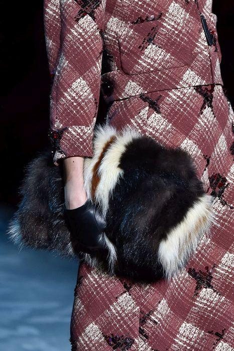 Женская сумочка из натурального меха