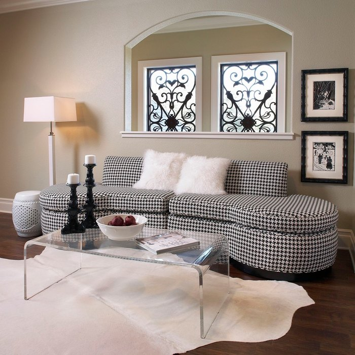 Обивка дивана с узором гусиная лапка