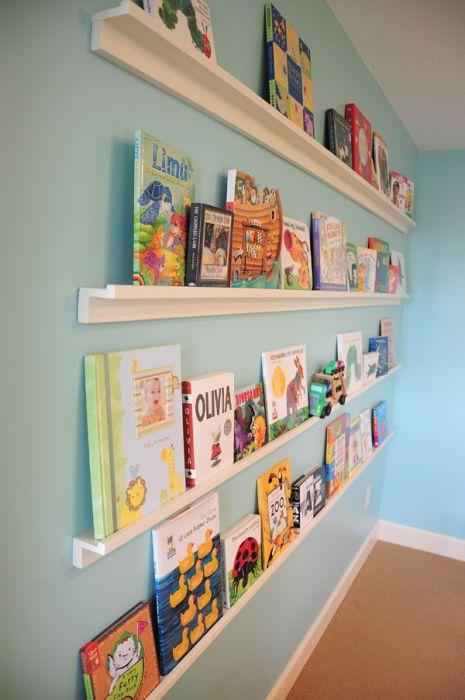 Книжные полки из молдингов