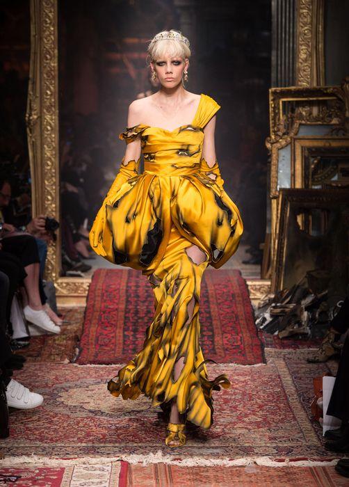 Платье из новой коллекции Moschino