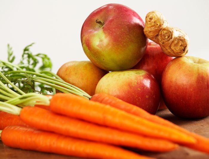 Яблоко и морковь для увлажнения кожи