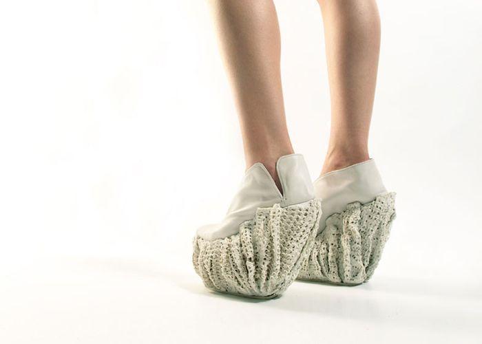 Туфли из фарфора и резины