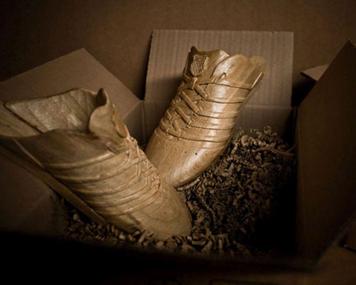 Коллекционная деревянная обувь