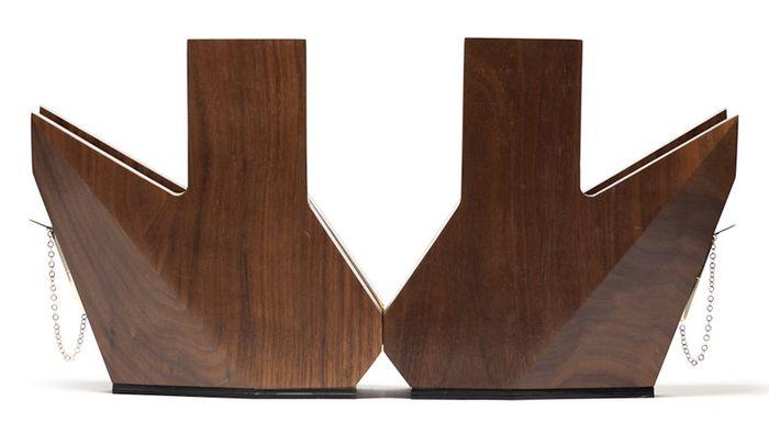 Необычная деревянная обувь