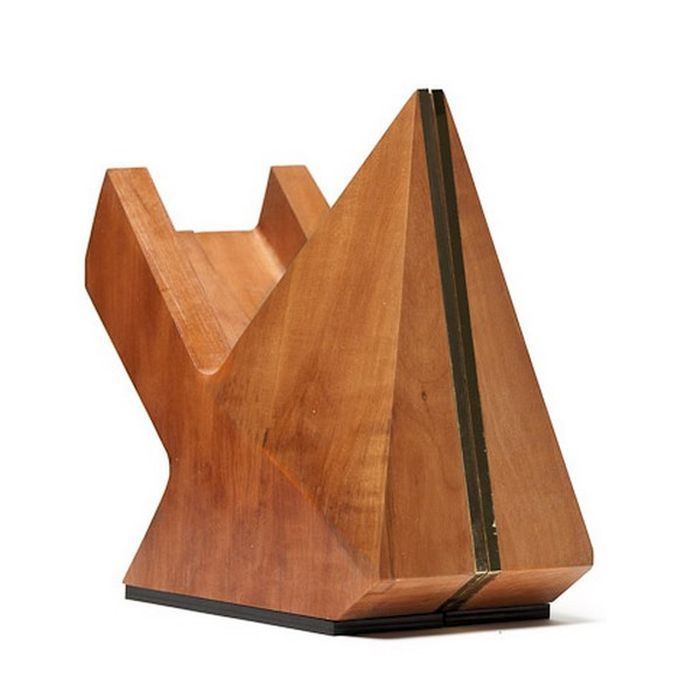 Скульптурная обувь из дерева