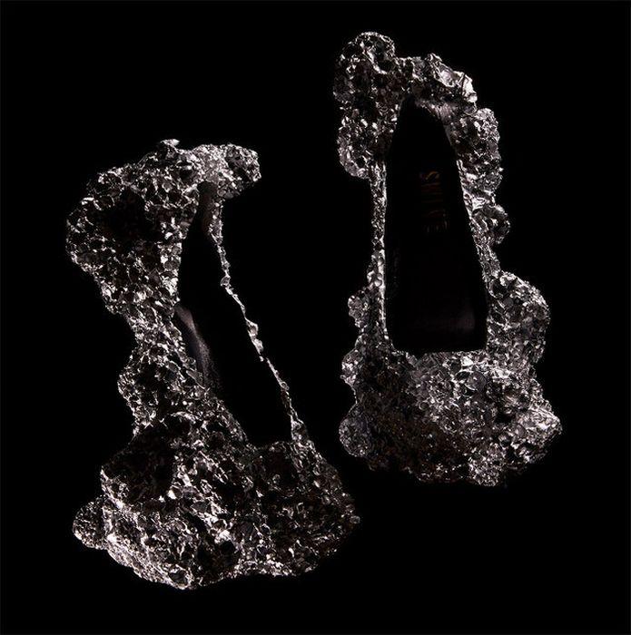 Туфли из алюминиевой пены