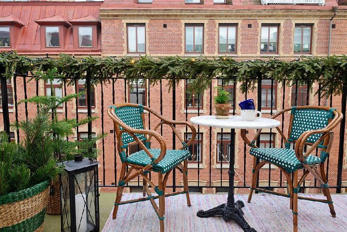 Стильный маленький балкон