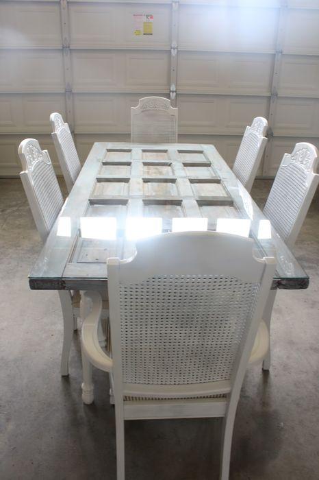 Большой красивый стол