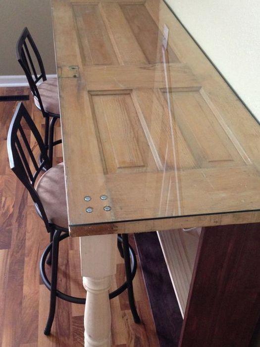 Обеденный стол из старой двери