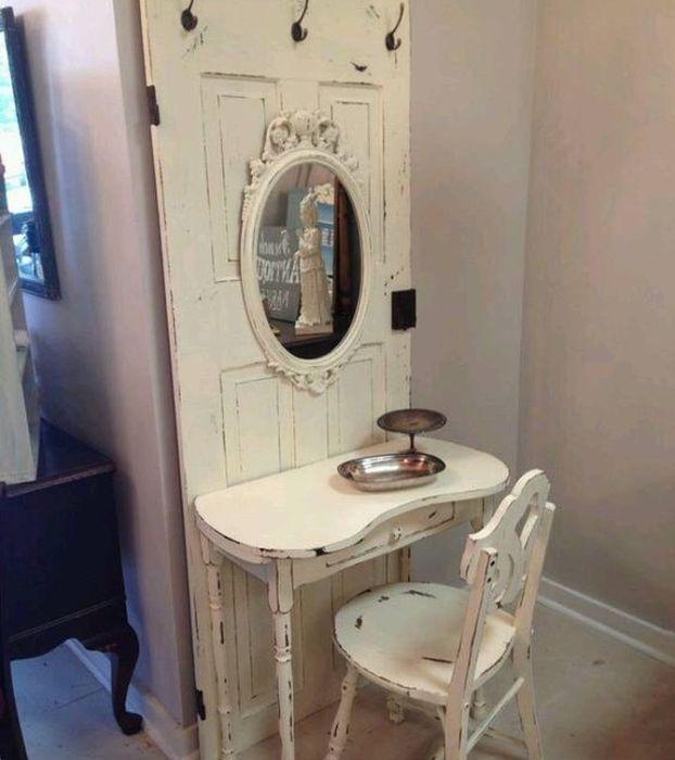 Туалетный столик из старой двери