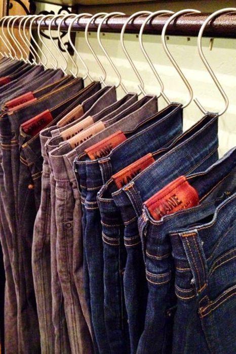 Хранение джинсов в гардеробной