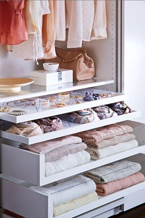 Хранение аксессуаров в гардеробной