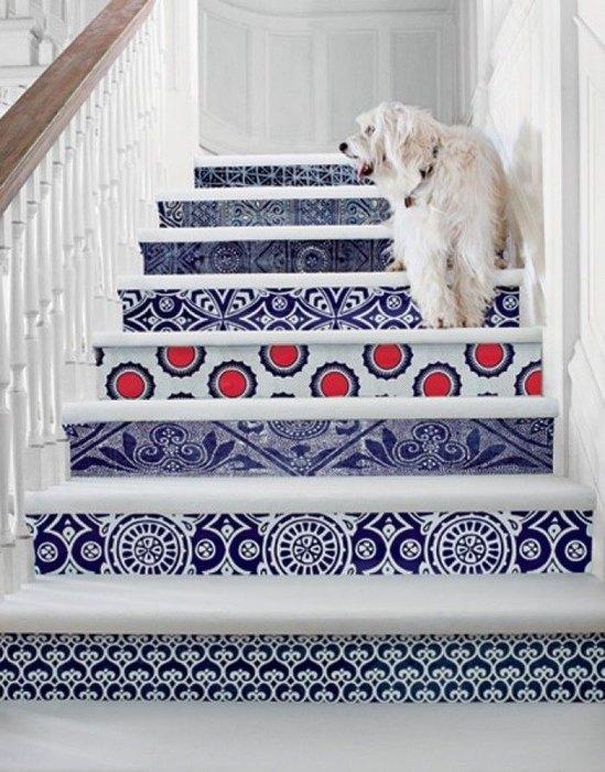 Обои на лестничных ступеньках