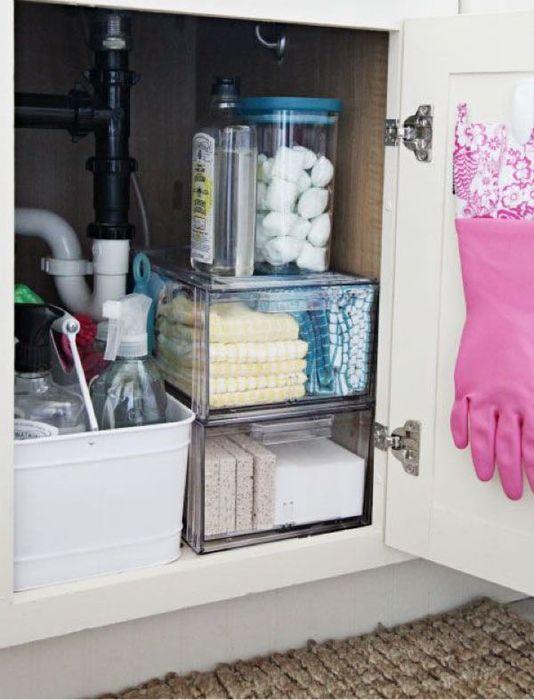 На дверку можно повесить перчатки
