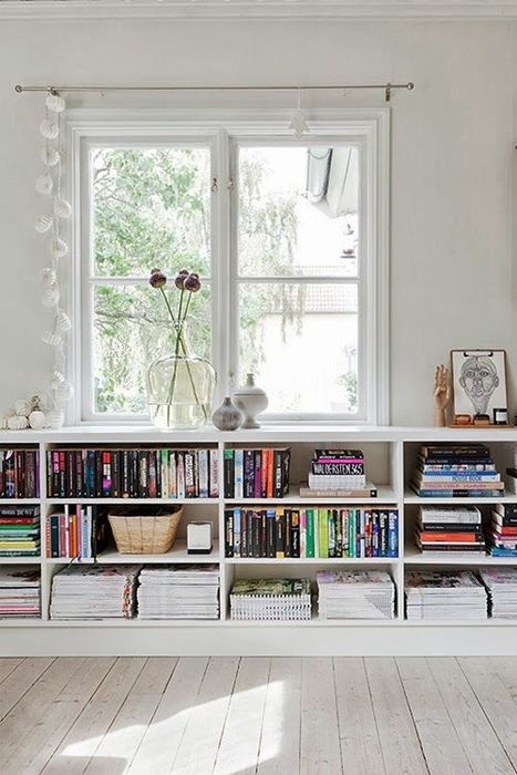 Хранение книг под подоконником