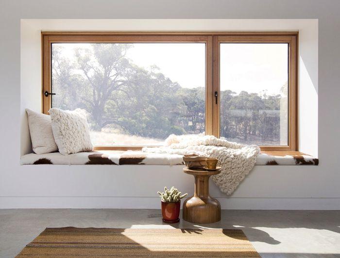 Как превратить подоконник в зону отдыха?
