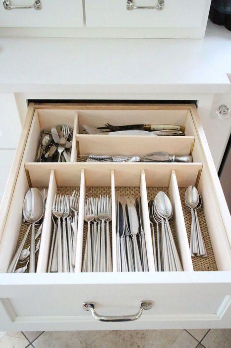 Хранение столовых приборов в выдвижном ящике