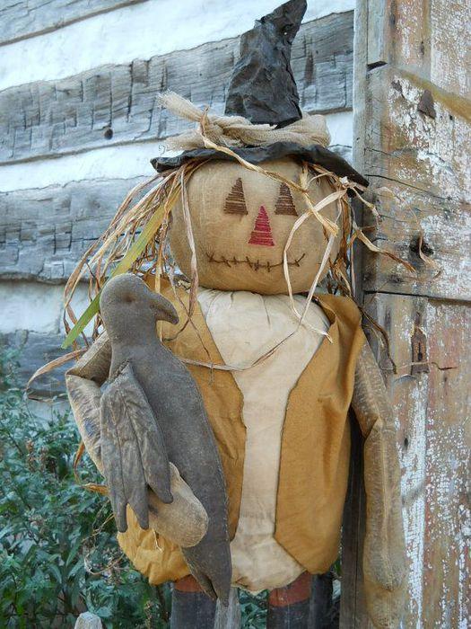 Для создания пугала можно использовать текстиль и мешковину