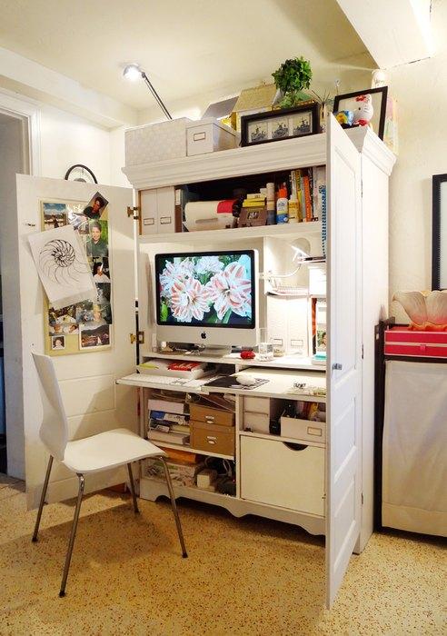 Шкаф, переоборудованный под домашний офис