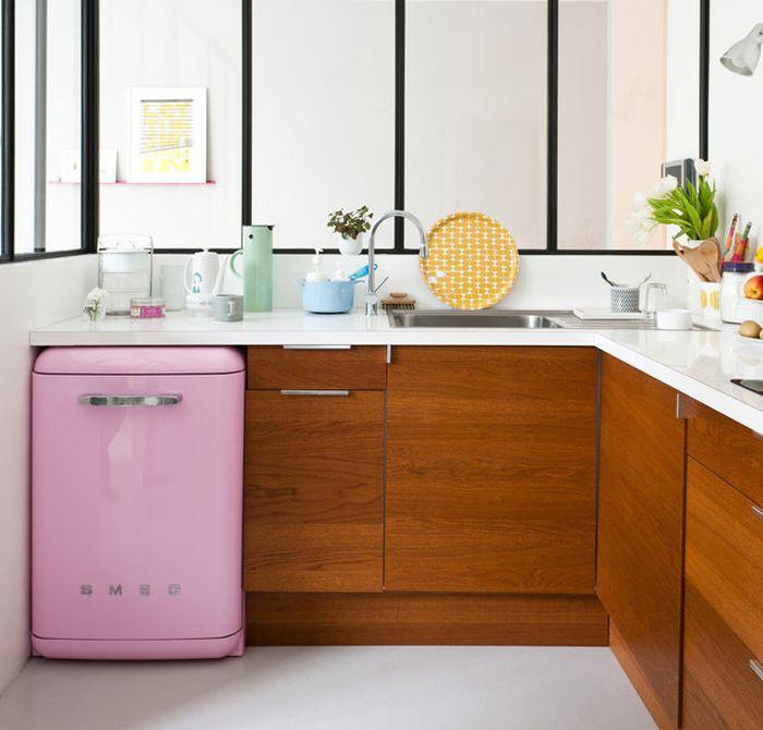 Маленький и очень стильный холодильник