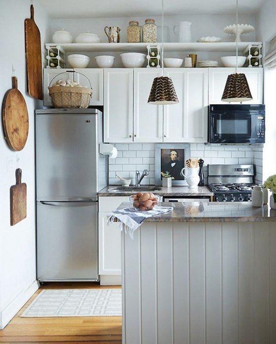 Холодильник как интерьер на кухне