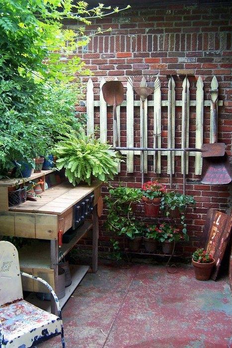 Органайзер для садового инвентаря из обычного забора