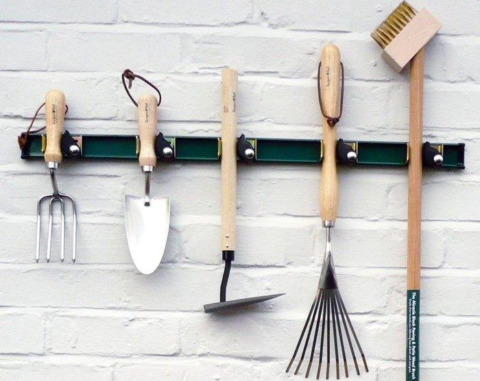 Пример хранения садового инвентаря