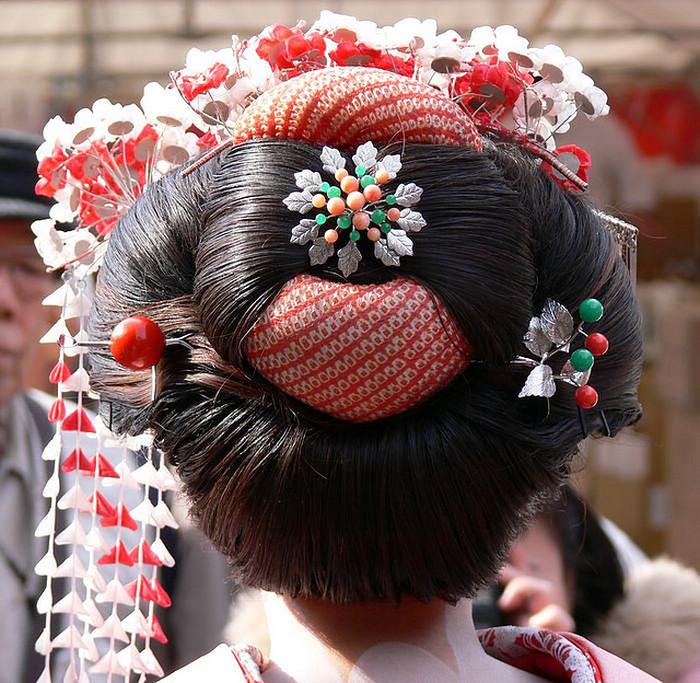 Японская причёска с канзаши.