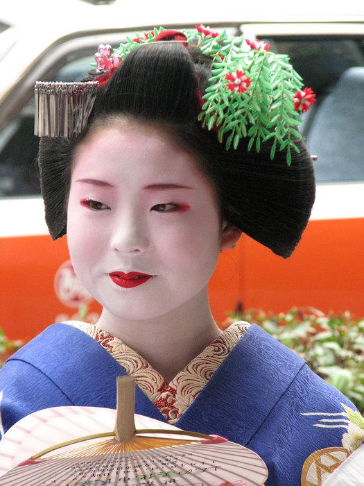 Канзаши носят только с кимоно