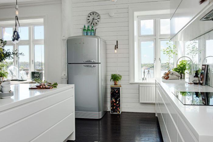 Светлый и лаконичный интерьер кухни