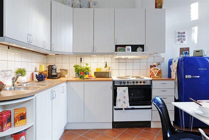 Аккуратная маленькая кухня