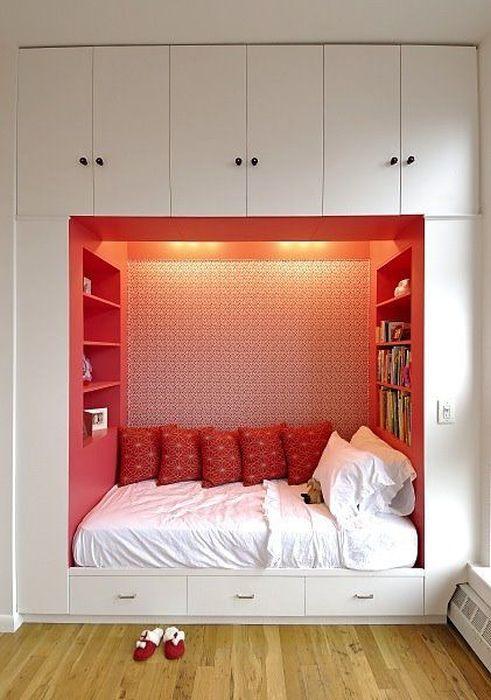 5. Спальня в стене