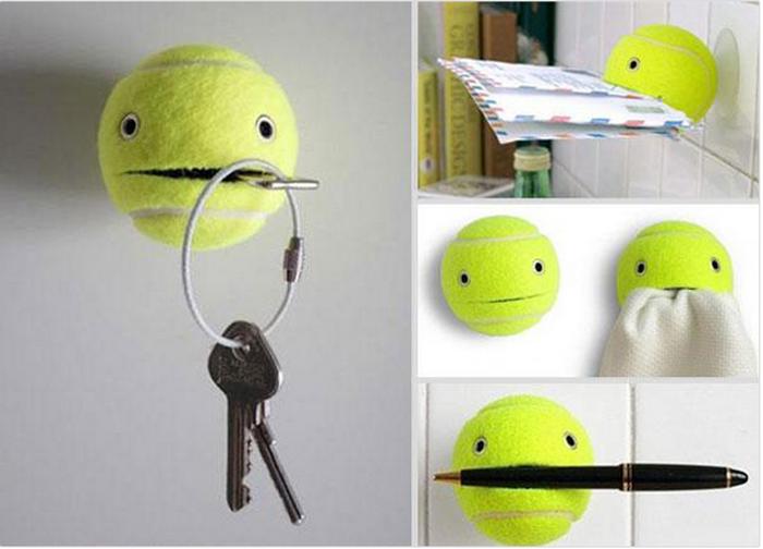 2. Теннисный мячик, как держатель для ключей, писем и ручек