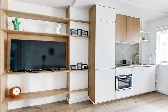 В квартире нашлось место и для большого телевизора