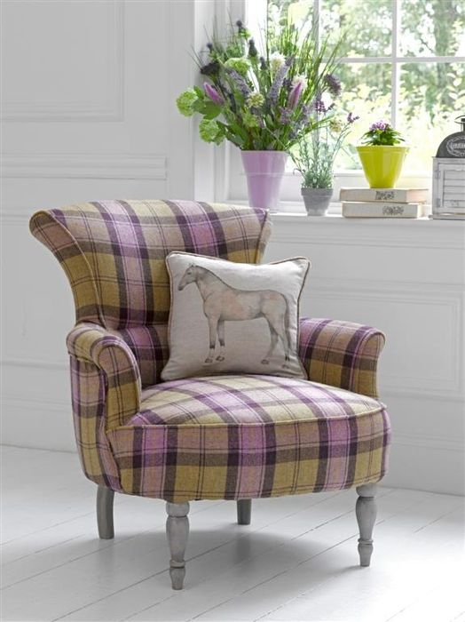Кресло с шотландкой