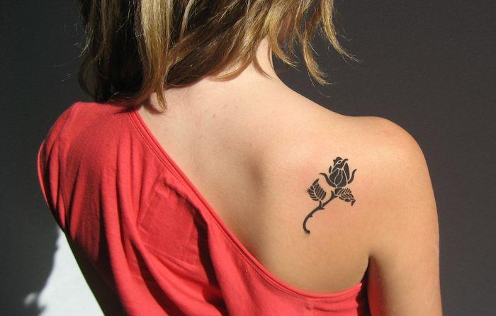 Маленькие женские татуировки: 10 популярных символов и 50 очаровательных примеров