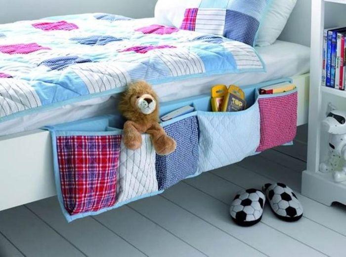 Текстильные кармашки у кровати