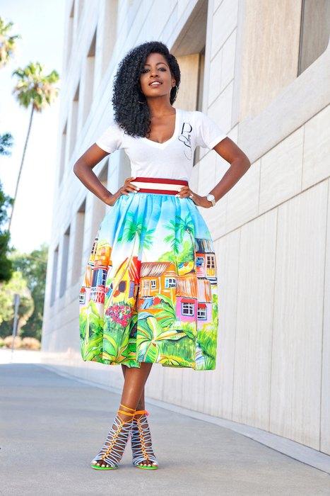 Модная юбка с ярким принтом