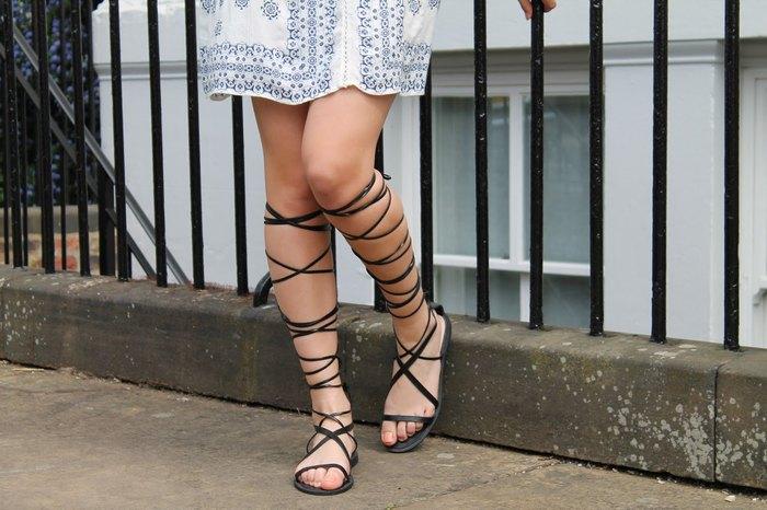 Модные сандалии-гладиаторы