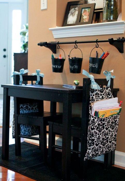 10. Текстильные мешочки на стульях